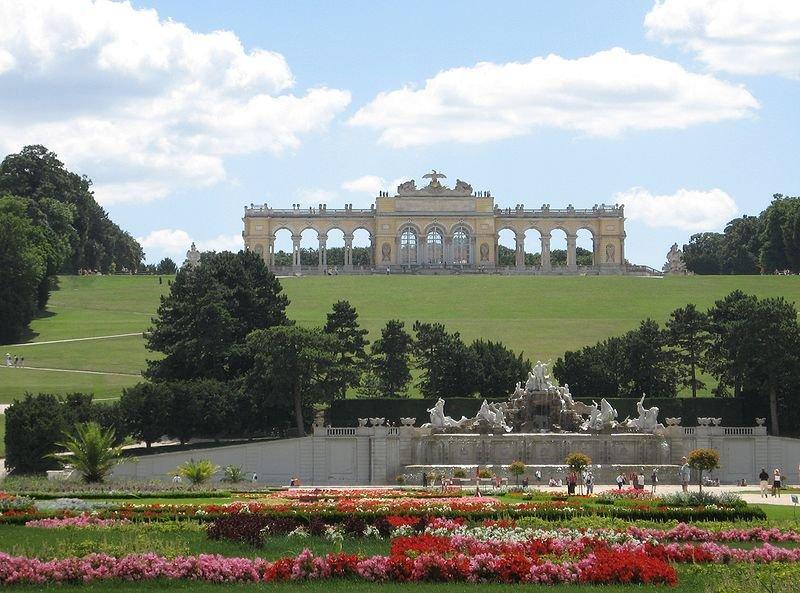 Павильон Глориэтта в дворцовом парке Шёнбрунна