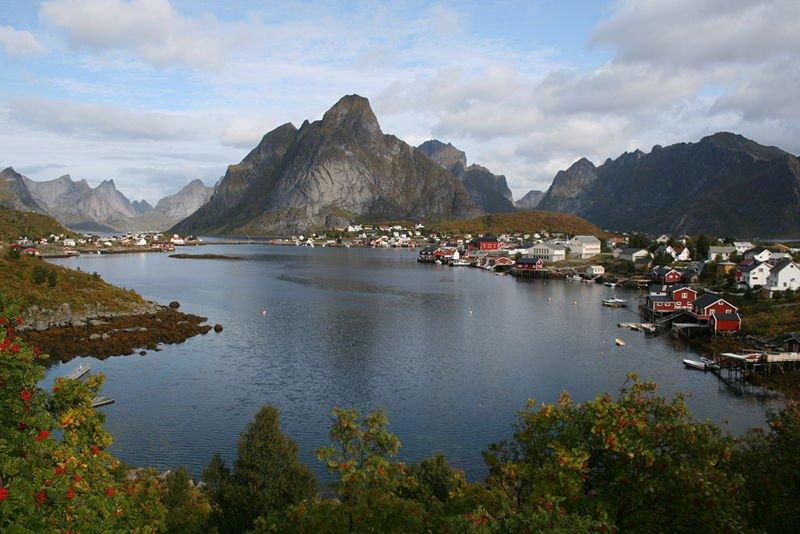 Деревня Райне на одном из островов северного норвежского архипелага Лофотен