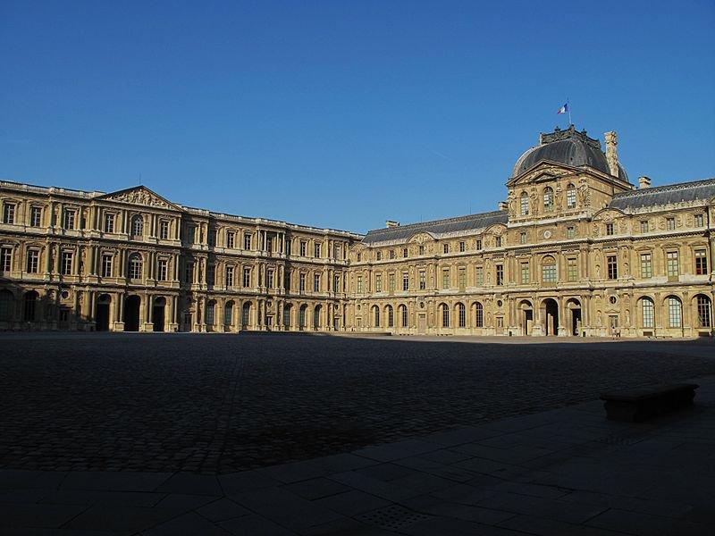 Лувр, Квадратный двор
