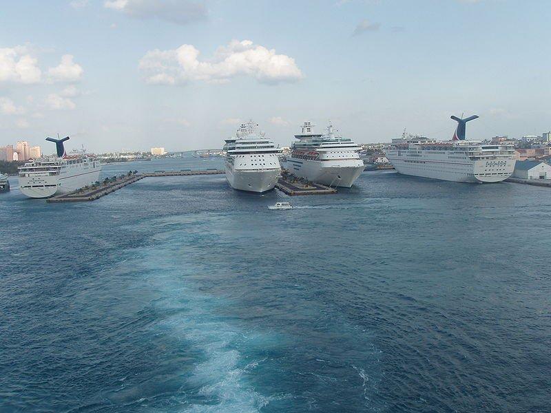 Круизные лайнеры в Нассау, фото Captain-tucker