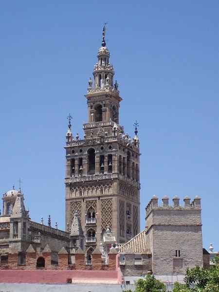 Арабская колокольня Хиральда в Севилье