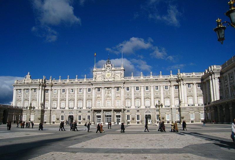 Южный фасад королевского дворца в Мадриде
