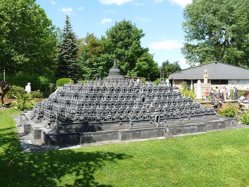 Храм Боробудур, макет. Фото Schubbay / Wikimedia Commons