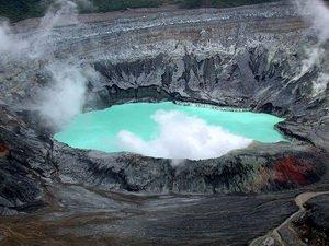 Вулкан Поас, Коста-Рика, один из кратеров