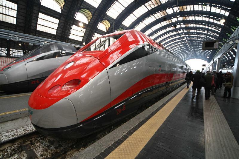 Скоростной поезд на вокзале Милана