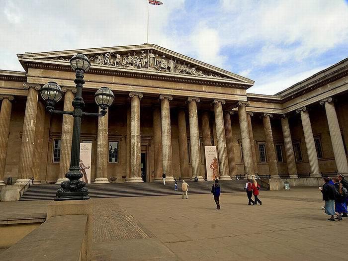 Британский музей, главный фасад