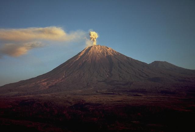 Вулкан Семеру, Индонезия