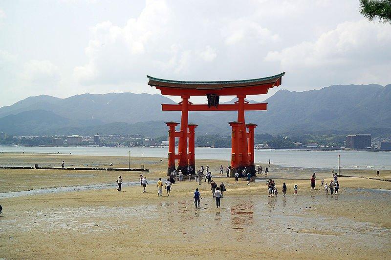 Священные ворота, тории Ицукусимы