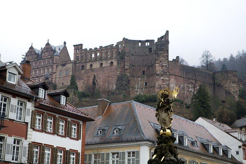 Вид на замок из Старого города Гейдельберга