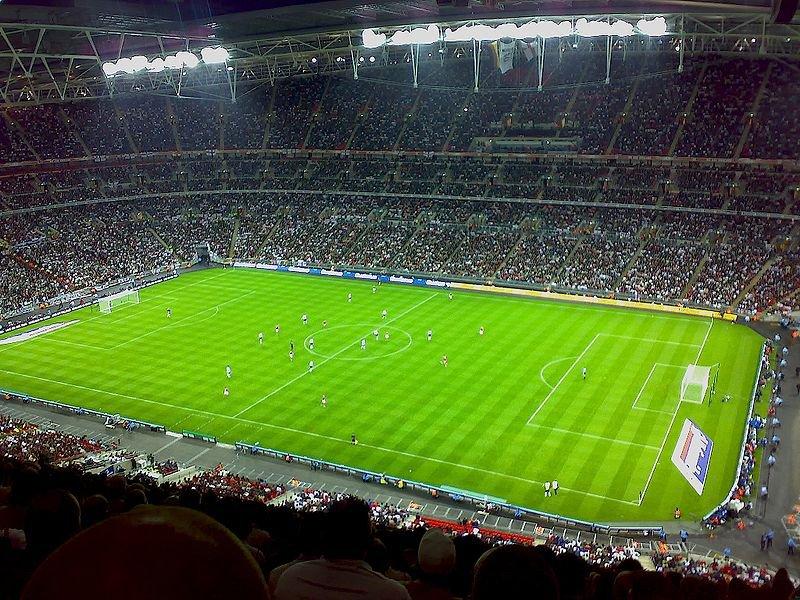 Поле стадиона Уэмбли