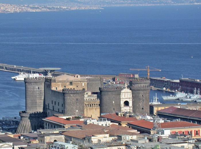 Неаполь, Кастель Нуово