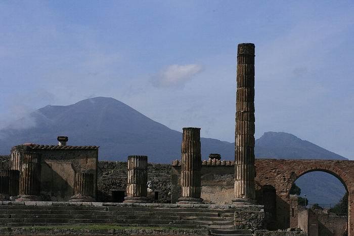 Помпеи, вид на Везувий