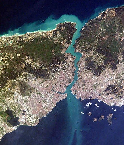https://www.eurotraveler.ru/uploads/posts/2012-02/1330433906_1330433786_vid-na-bosfor-iz-kosmosa.jpg