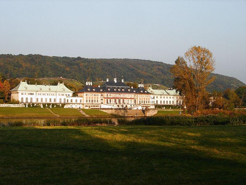 Пильниц, вид с другого берега Эльбы, фото Geo-Loge