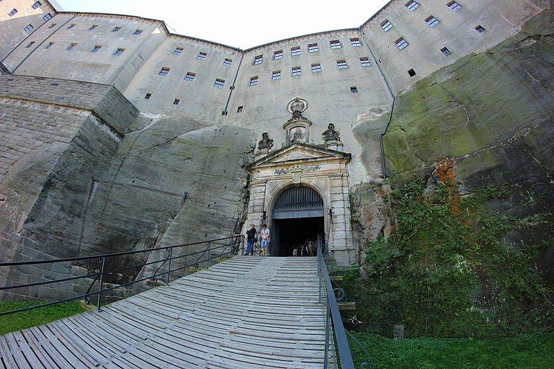 Крепость Кёнигштайн, вход, фото Leokowalski