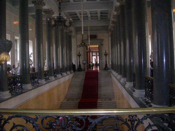 Лестница музея Новый Эрмитаж
