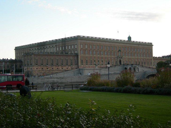 Дворец в Стокгольме: восточный и северный фасады