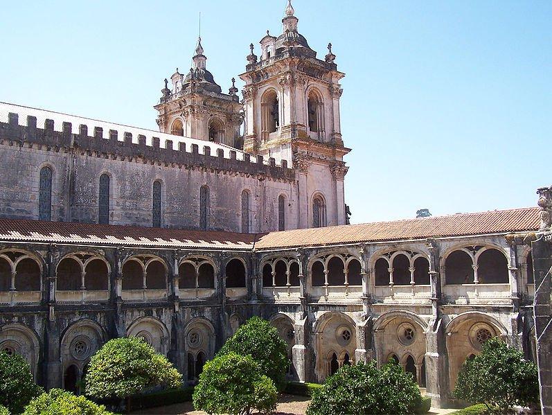 Монастырь Алкобаса, внутренний двор