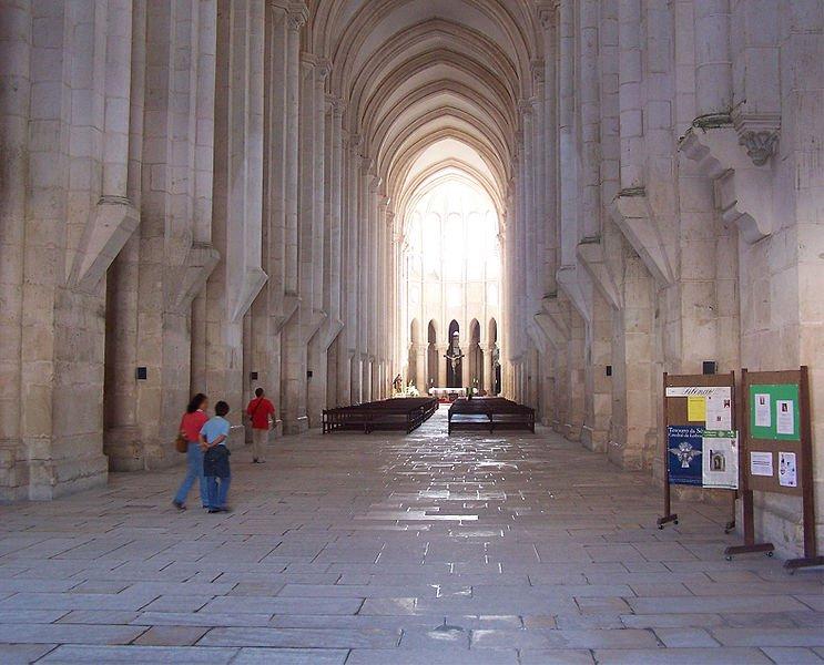 Монастырь Алкобаса, центральный неф