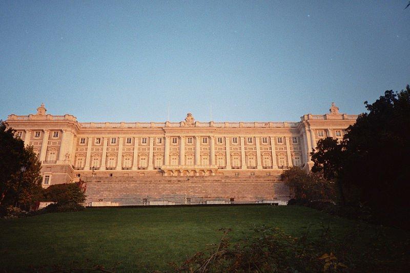 Королевский дворец со стороны Кампо-дел-Моро