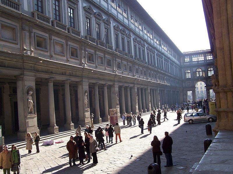 Внутренний двор-улица галереи Уффици
