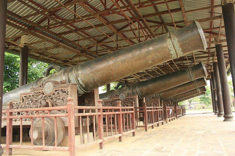 Священные орудия династии Нгуен
