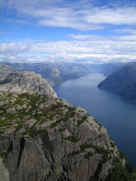 Вид с Прекестулен на Лисе-фьорд