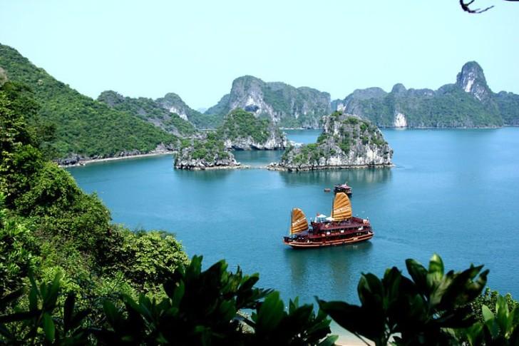 Залив Халонг, Вьетнам