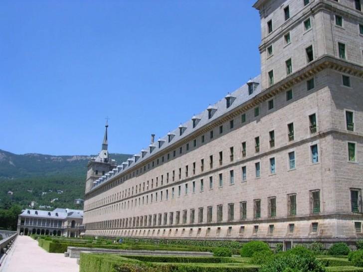 Южный фасад Эскориала и монастырские сады с галереей
