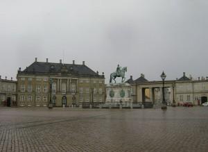 Дворец Амалиенборг и статуя Фредерику V