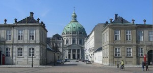 Вид на Мраморную церковь от дворца Амалиенборг