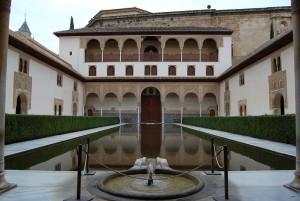 """""""Миртовый дворик"""" в Альгамбре"""