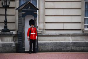 Гвардеец на страже монархии