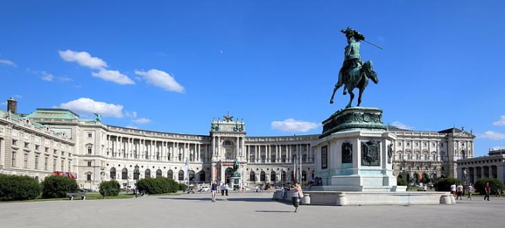 Дворец Хофбург (Ноейбург), фото Bwag / Wikimedia Commons