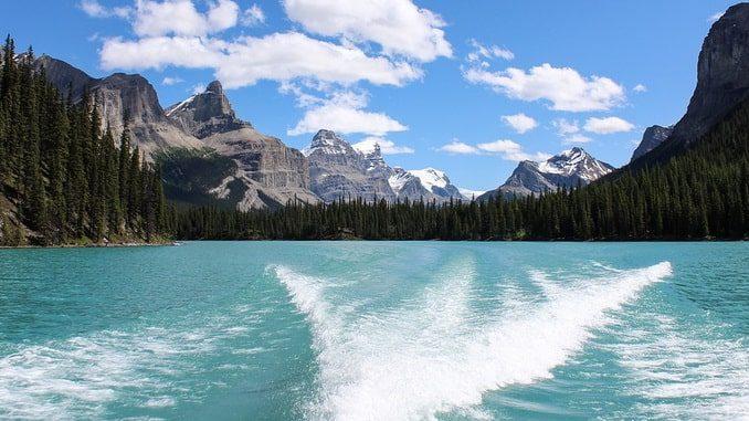 Канада, озеро Малайн в парке Джаспер