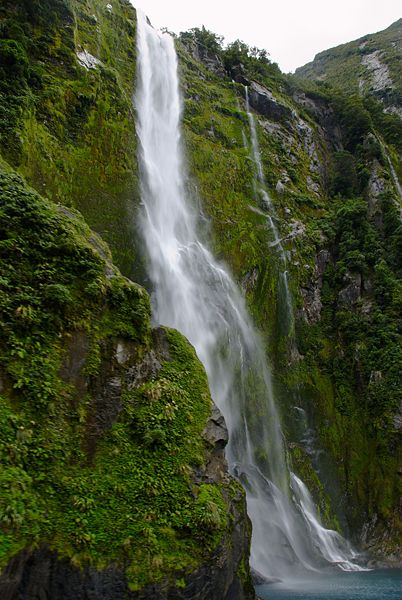 Stirling_Falls_Milford_Sound