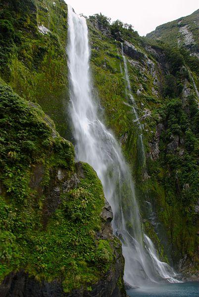Stirling_Falls_Milford_Sound