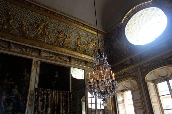 Зал с овальным окном в Версальском дворце