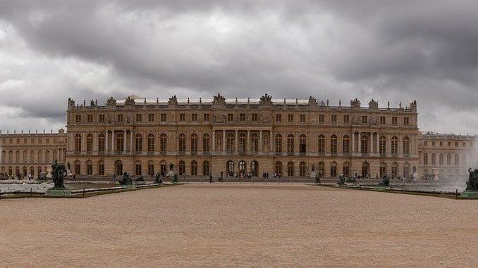 Версальский дворец под Парижем во Франции