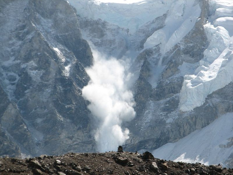 Лавина на Эвересте