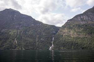 Водопад в Гейрангерфьорде