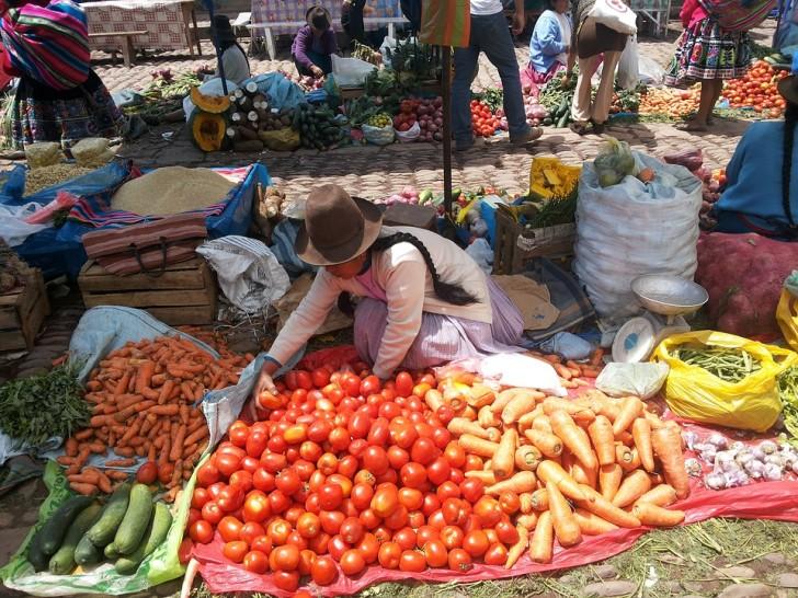 Стихийный рынок в Перу