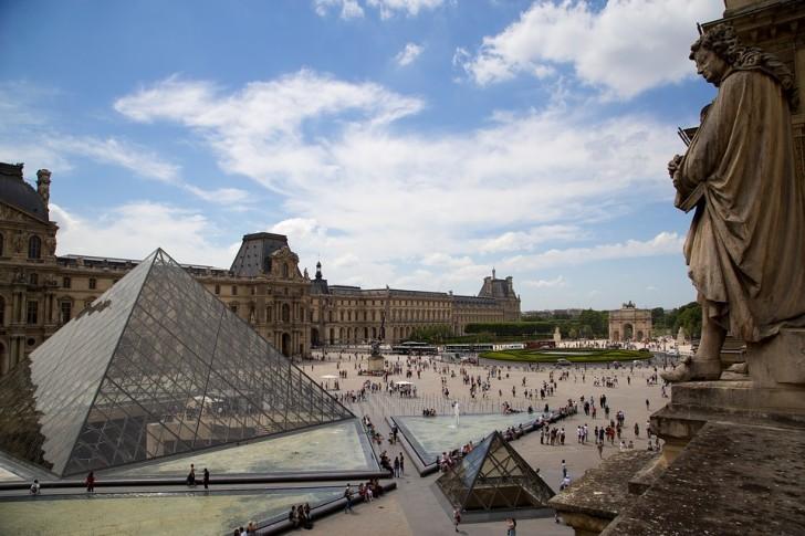 Внутренний двор Лувра