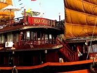 Корабль в бухте Ха Лонг