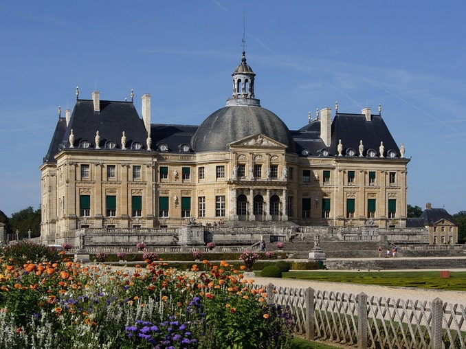 Замок Во-ле-Виконт, главный фасад