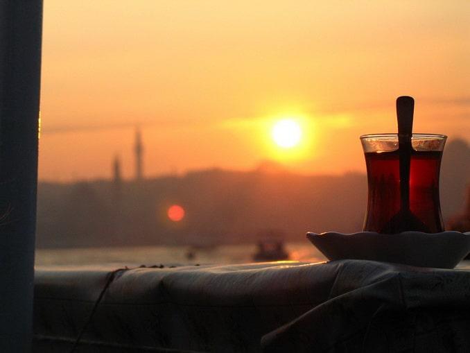 Прогулка по Босфору в Стамбуле, чай