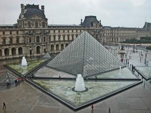 Большая Пирамида Лувра, вход