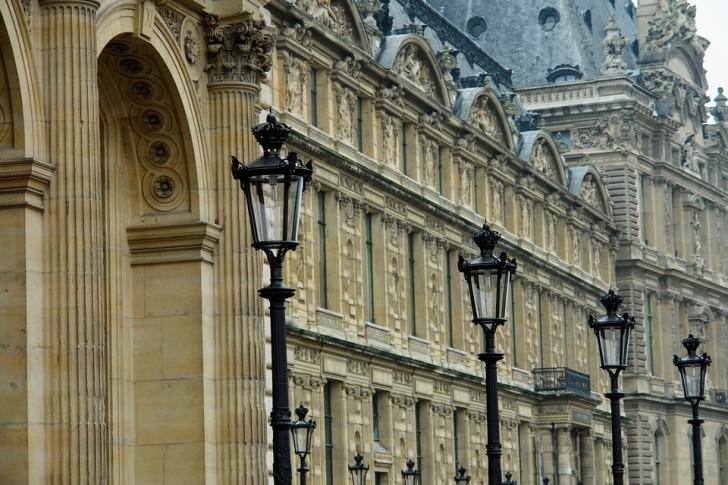Один из фасадов Лувра