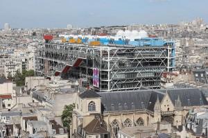 Центр Помпиду на фоне Парижа