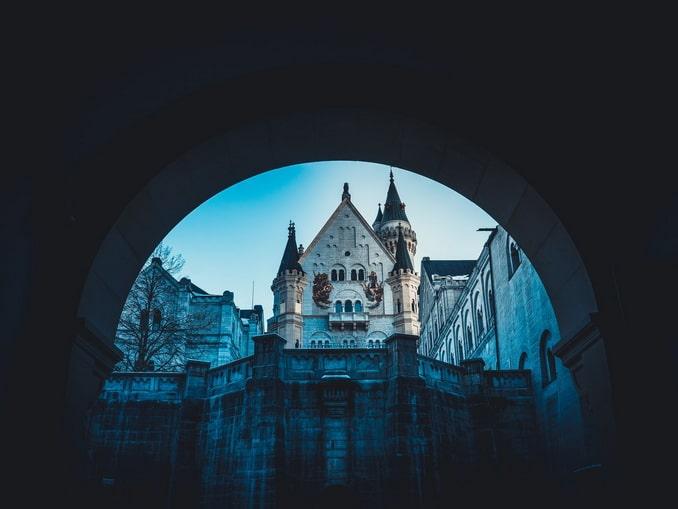 Замок Нойшванштайн - история корнями уходит в сказки